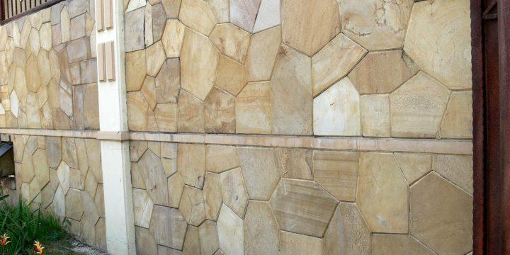 7 Pilihan Batu Alam Yang Cocok Untuk Teras Rumah